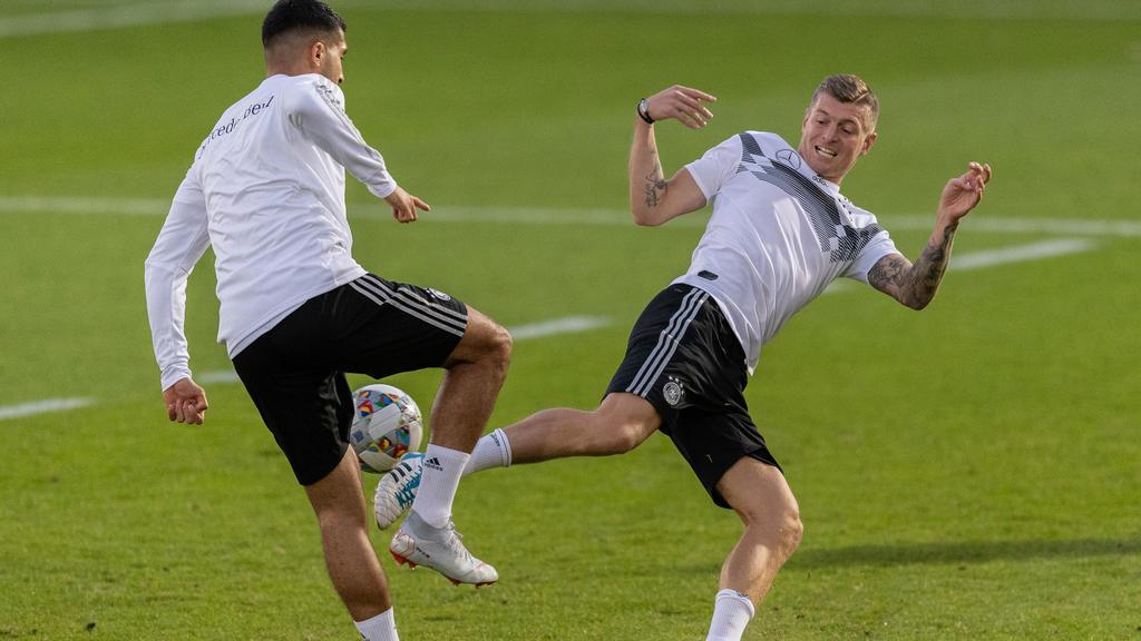Toni Kroos (r.) hat zur Kritk an der deutschen Nationalmannschaft Stellung bezogen
