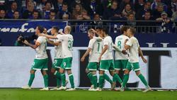 Werder Bremen jubelt nach zwei Treffern von Maximilian Eggestein (M.)