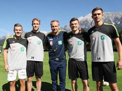 Florian Rieder, hier ganz links, bei der Vorstellung als WSG Tirol Spieler