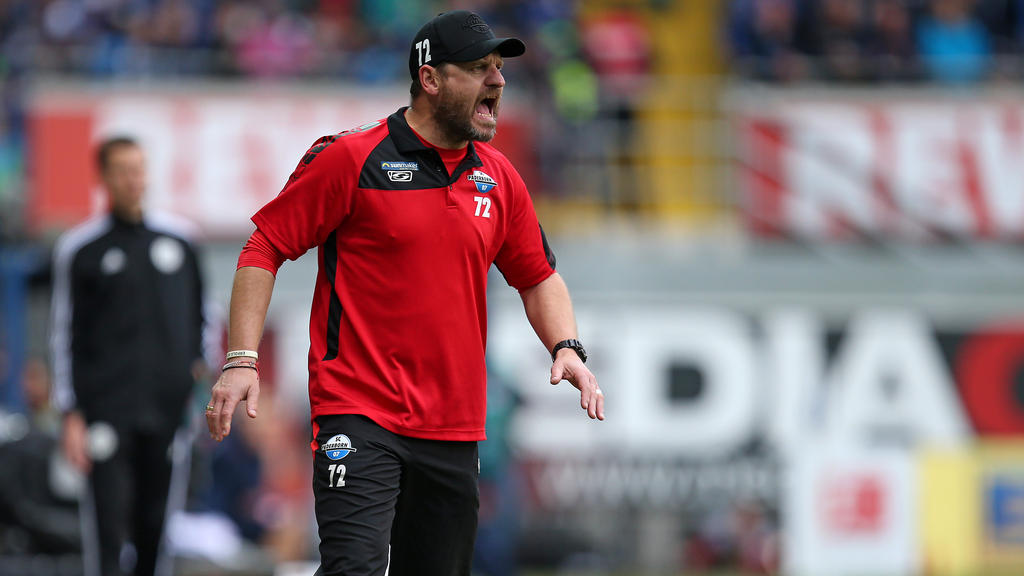 Steffen Baumgart hat beim SC Paderborn gerade wenig Grund zur Freude