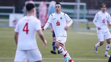 Der 1. FC Köln stattet Jens Castrop mit Profivertrag aus