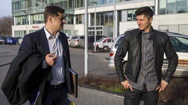 Cezary Kucharski (l.) wurde festgenommen