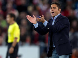 Francisco anima a sus jugadores del Almería en 2013. (Foto: Getty)