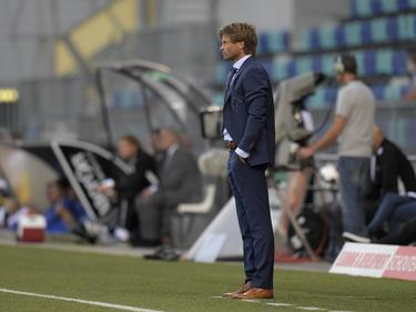De Graafschap-trainer Jan Vreman kijkt toe vanaf de zijlijn tijdens het competitieduel FC Den Bosch - De Graafschap (12-08-2016).