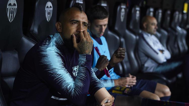 Ratlos und frustriert: Arturo Vidal kommt beim FC Barcelona nicht zum Zuge
