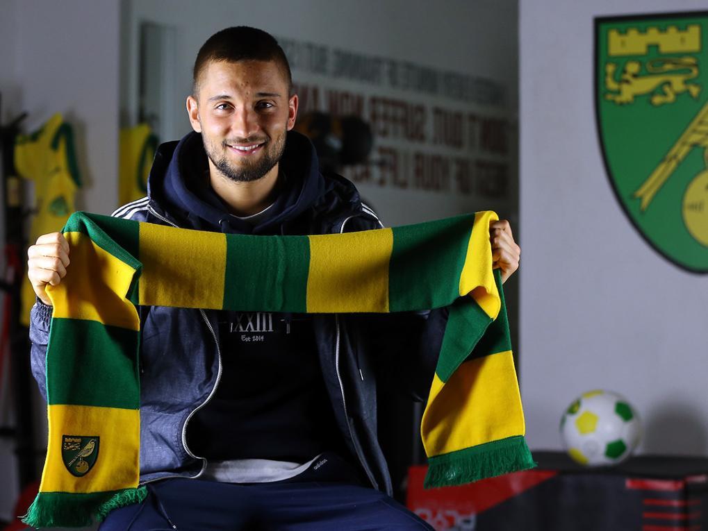 Augsburgs Moritz Leitner soll bei Norwich City Spielpraxis sammeln [Bildquelle: canaries.co.uk]