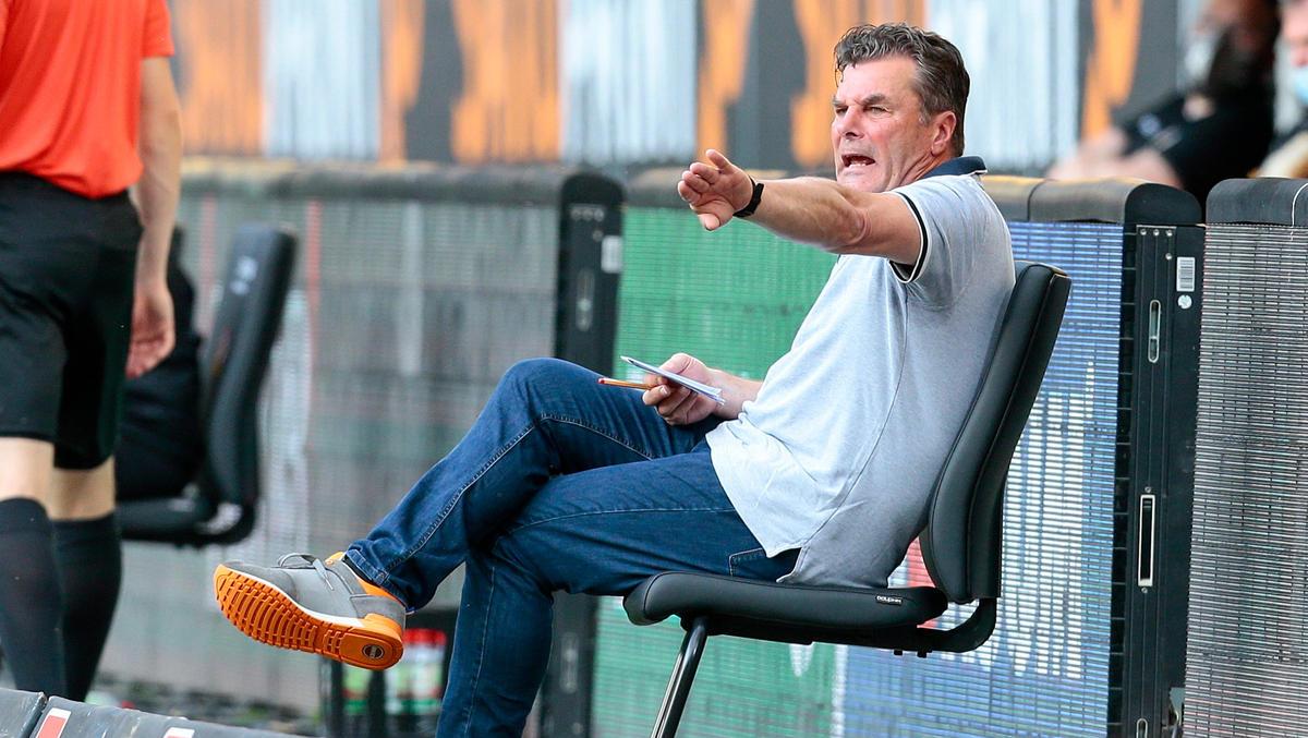 HSV-Coach Dieter HEcking warnt vorm VfL Osnabrück
