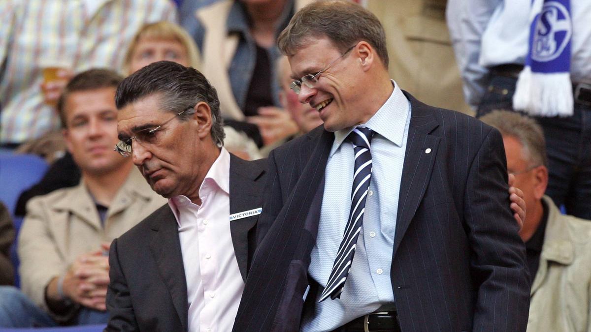 Viele Jahre gemeinsam beim FC Schalke 04: Rudi Assauer (l.) und Peter Peters