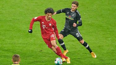 Leroy Sané (l.) sammelte beim Sieg des FC Bayern gegen Freiburg Pluspunkte