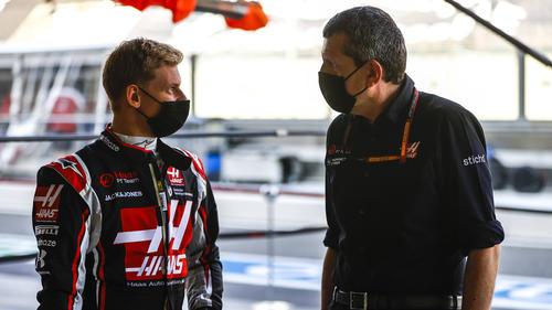 Mick Schumacher (l.) startet in seine erste F1-Saison als Stammfahrer