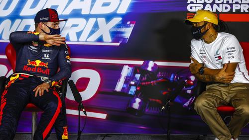 Max Verstappen (li.) und Lewis Hamilton werden wohl um den Titel kämpfen
