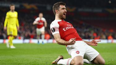 Arsenal steht durch einen 3:0-Sieg im Rückspiel im Achtelfinale der Europa League