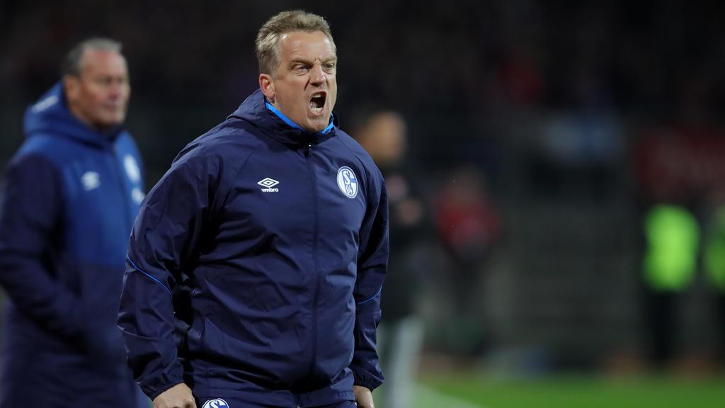 Mike Büskens erwartet vom FC Schalke 04 die richtige Mentalität gegen den BVB