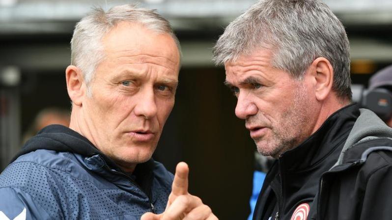 Trainer-Routiniers unter sich: Christian Streich (l.) und Friedhelm Funkel