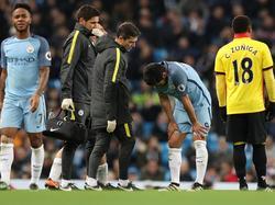 Ilkay Gundogan se duele sobre el césped de su lesión. (Foto: Imago)