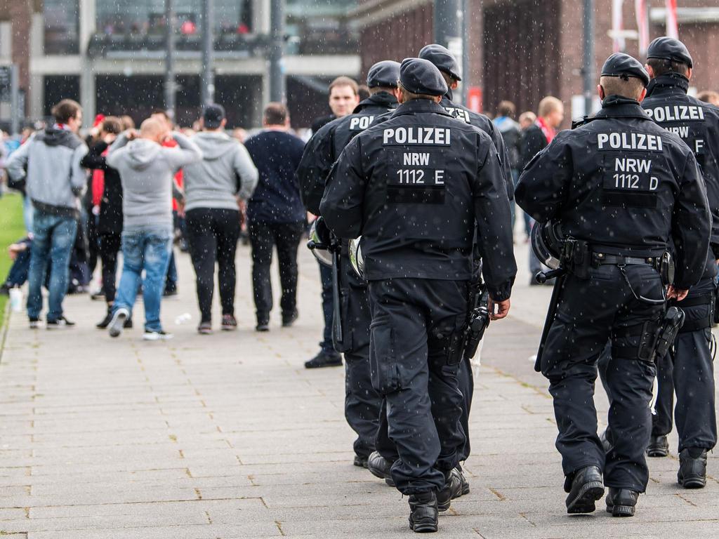 In Langenfeld sind zwei Leverkusen-Anhänger verprügelt worden