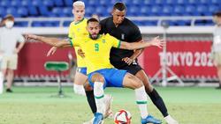 Felix Uduokhai (r.) kritisiert die Bundesliga für die geringe Unterstützung der Olympiaauswahl