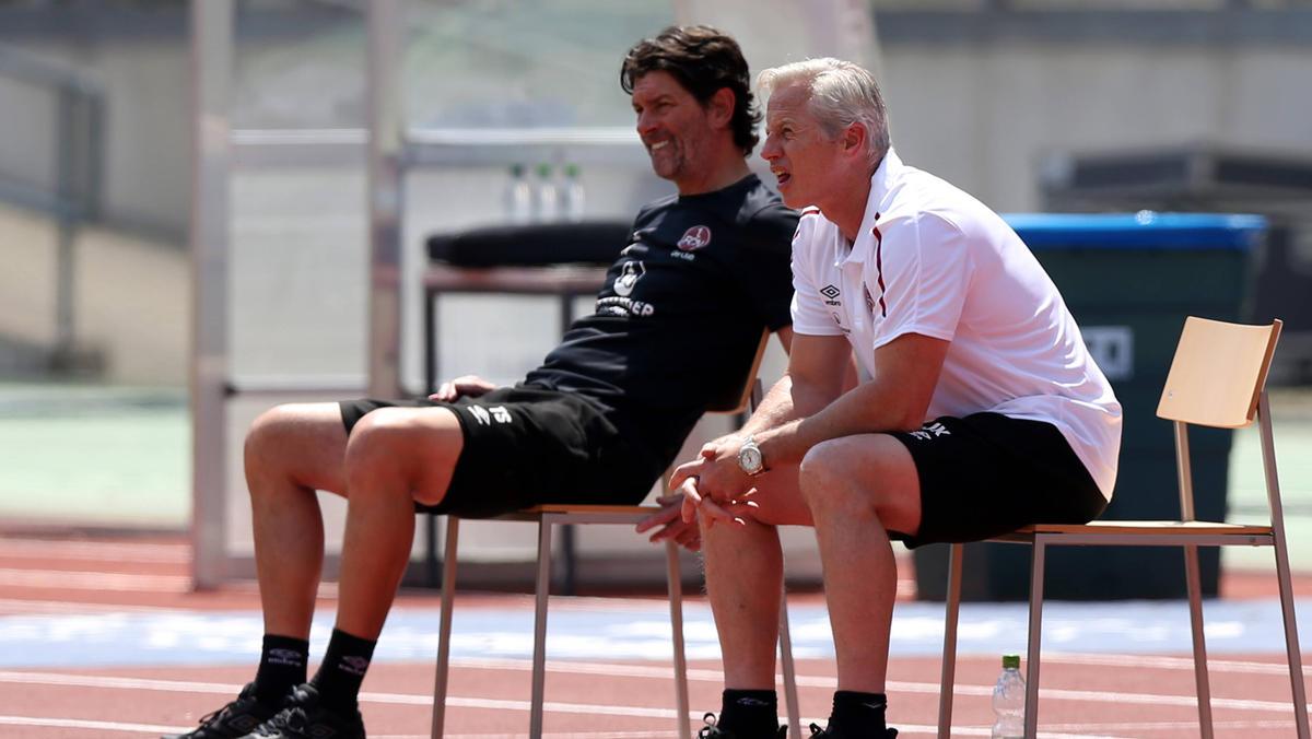 Jens Keller (r.) will sich gegen den Abstieg mit dem 1. FC Nürnberg stemmen