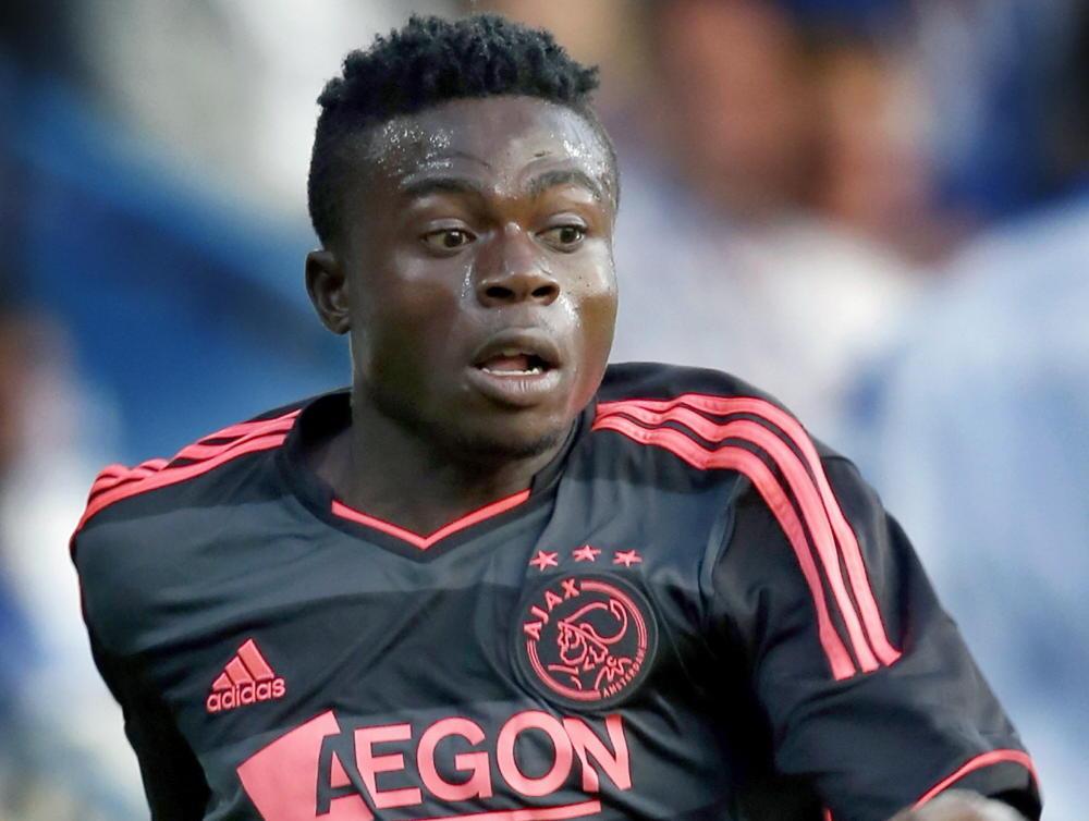 Moses Simon mag zich bewijzen in de oefenwedstrijd De Graafschap - Ajax. (13-07-2013)