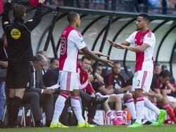 Ricardo van Rhijn (r.) wordt tijdens de wedstrijd NEC - Ajax naar de kant gehaald. De rechtsback van Ajax is dit seizoen geen basisspeler, maar krijgt tegen de Nijmegenaren weer een kans. Kenny Tete vervangt de 24-jarige voetballer. (23-08-2015)