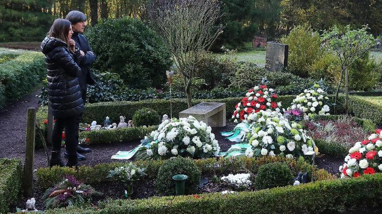 Joachim Löw besuchte gemeinsam mit Teresa Enke das Grab des früheren Nationaltorwarts