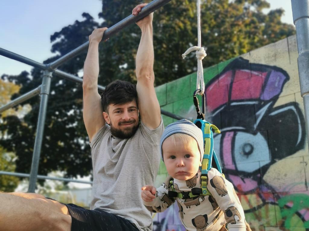 David Wolf trainiert mit seinem Sohn