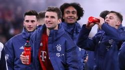 LeonDajaku (l.) und Joshua Zirkzee (2.v.r.) stehen vor einem Wechsel zum 1. FC Köln
