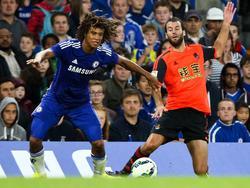 Nathan Aké (izq.) puede jugar de lateral izquierdo y mediocentro defensivo. (Foto: Imago)