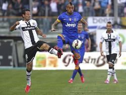 Gobbi (izq.) lucha con el juventino Arturo Vidal por la pelota. (Foto: Getty)