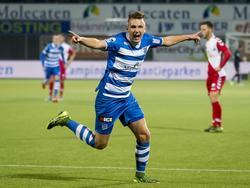 Na een kwartier spelen maakt Wouter Marinus de 1-0 tegen FC Utrecht. De middenvelder laat zich zien aan het publiek in Zwolle. (23-10-2015)