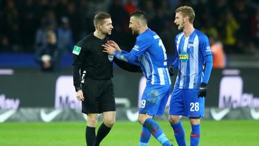 Herthas Vedad Ibisevic (m.) sah gegen den BVB die Rote Karte