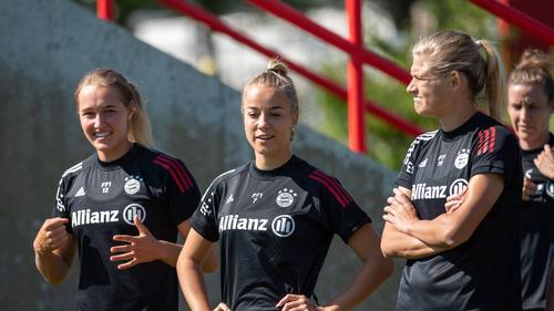 Die Spielerinnen des FC Bayern wollen gegen Lyon gewinnen