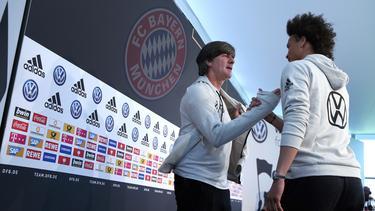 Leroy Sané (re.) steht beim FC Bayern München im Fokus