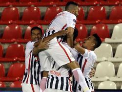 Los jugadores de Libertad celebrando el temprano gol de Cardozo. (Foto: Imago)