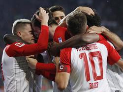 Häufige Szene in dieser Saison: Jubelnde Augsburger nach einem Treffer