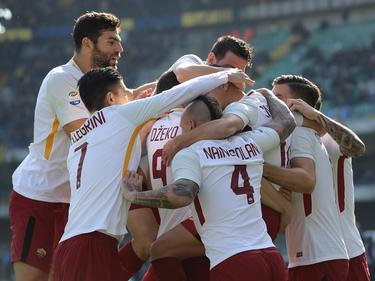 Los jugadores de la Roma celebran su tanto en campo rival. (Foto: Getty)