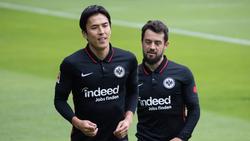 Läuft Eintracht Frankfurt ohne Makoto Hasebe (l.) und Amin Younes (r.) auf?