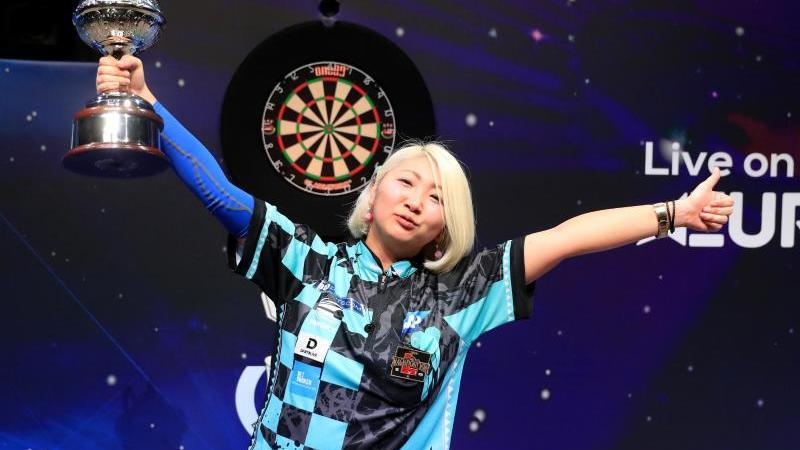 Mikuru Suzuki bleibt Darts-Weltmeisterin der BDO