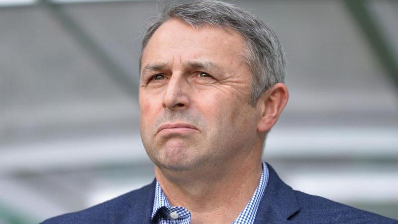 Klaus Allofs schaut mit Sorge auf die Situation von Werder Bremen