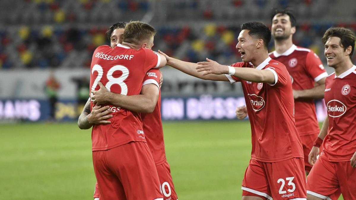 Fortuna Düsseldorf jubelt über den Sieg gegen den Karlsruher SC