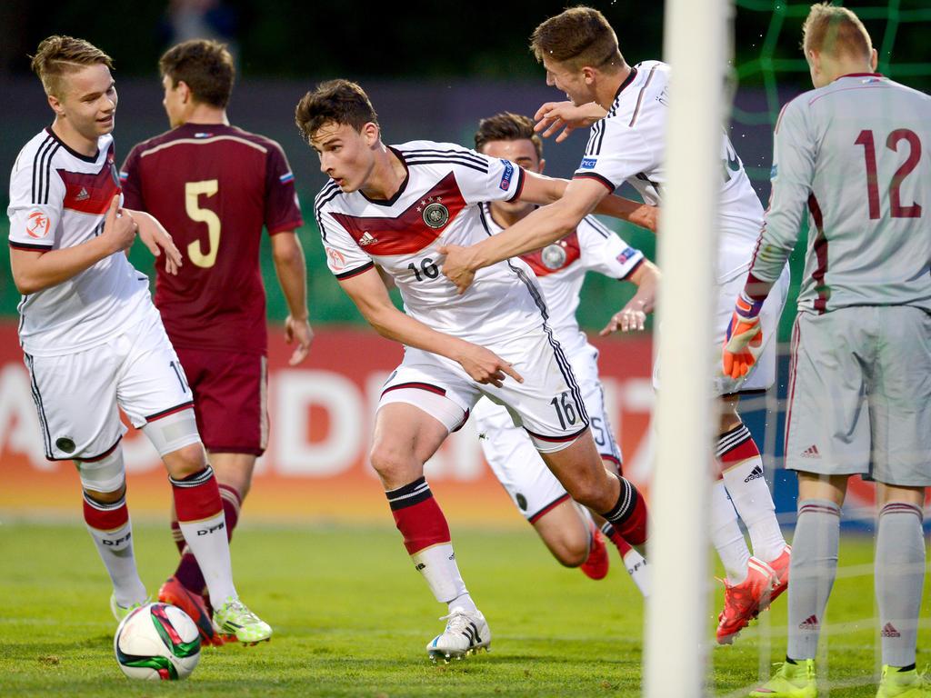 Janni Serra (#16) marcó de cabeza el gol de la victoria para Alemania ante Rusia. (Foto: Getty)