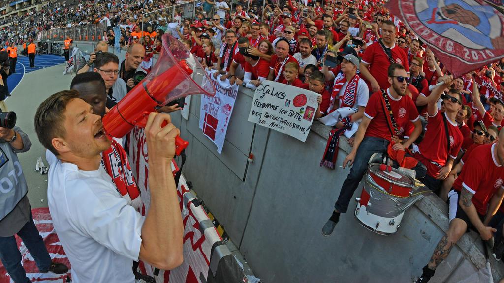 Leipziger Fans feiern Dominik Kaiser