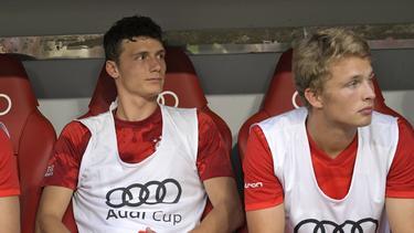 Der FC Bayern hofft auf einen Einsatz von Benjamin Pavard (l.)