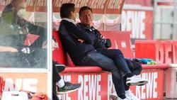 Kölns Sportchef Horst Heldt (l.) stellt Trainer Markus Gisdol nicht infrage
