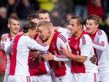Ajax juicht nadat Vince Gino Dekker het team op een 1-0 voorsprong heeft gezet tijdens het UEFA Youth League-duel met Sevilla FC. (09-02-2016)