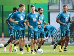 Mario Gomez (vorn, links) dreht nun für den VfL seine Runden