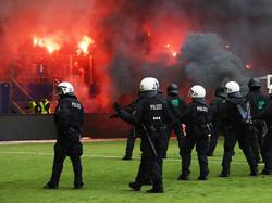 Am Ende brannten Teile des Volksparkstadions