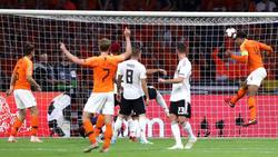 Virgil Van Dijk marcó de cabeza el primer gol holandés. (Foto: Getty)
