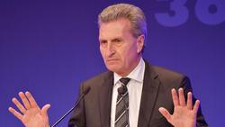 EU-Kommissar Günther Oettinger möchte dem VfB Stuttgart helfen