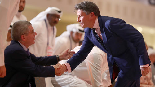 Sebastian Coe (re.) findet die WM in Doha großartig